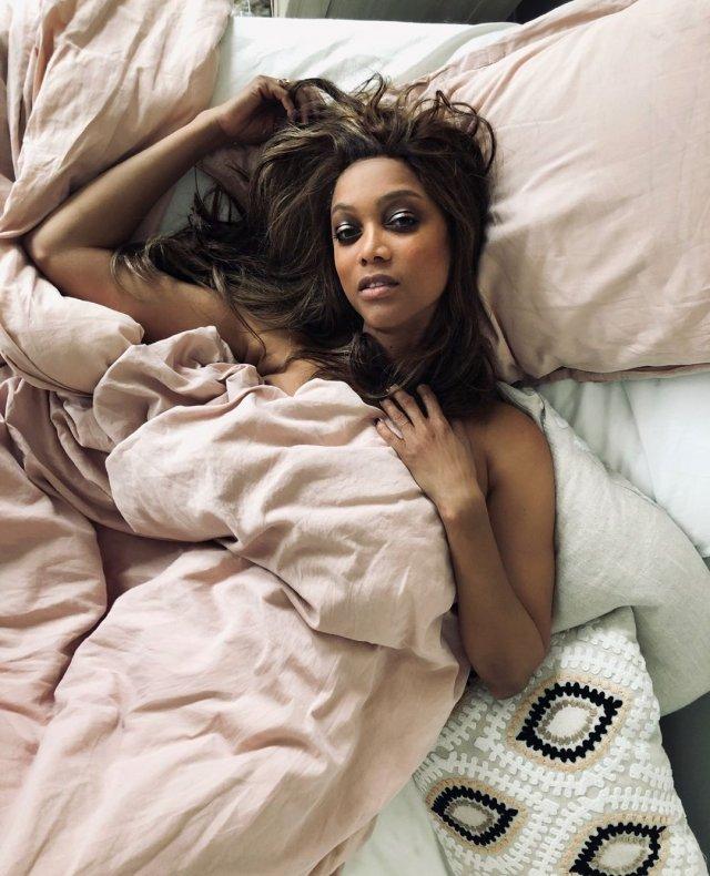 Тайра Бэнкс в постели