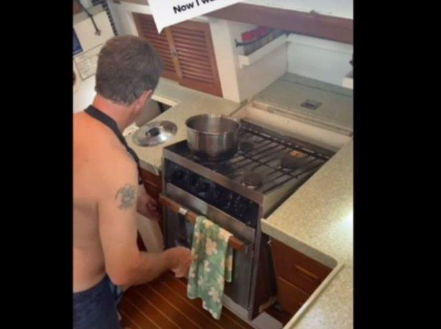 Вот так приходится готовить еду на лодке