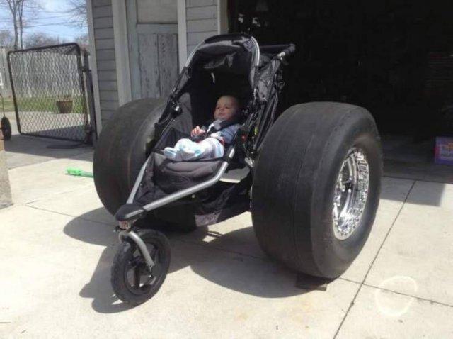 Коляска для ребенка с большими колесами
