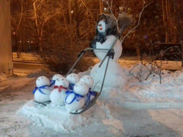 Снеговик и маленькие снеговики