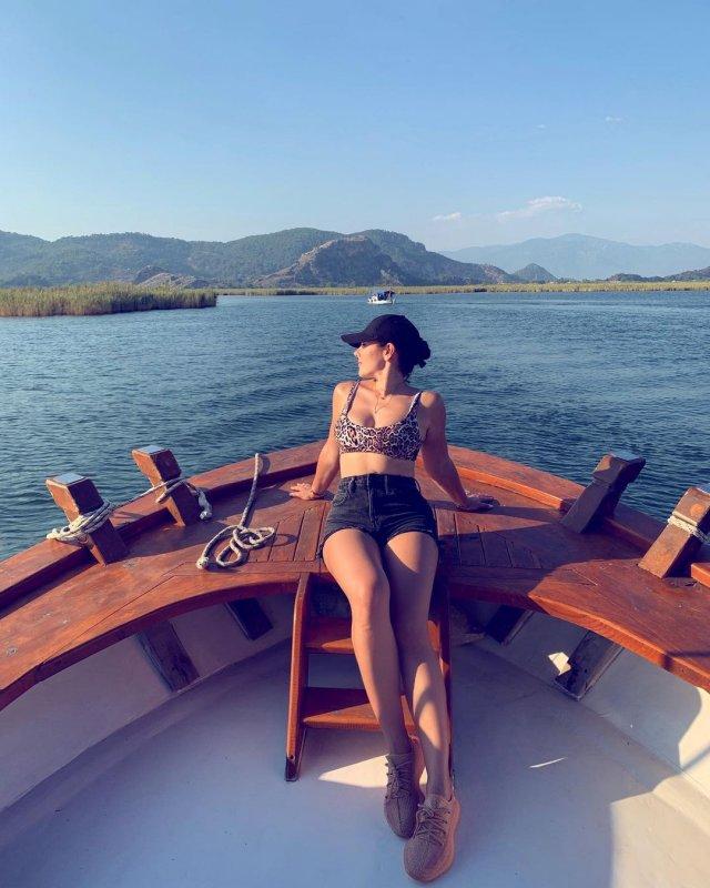 Дочь Игоря Крутого - Виктория на яхте