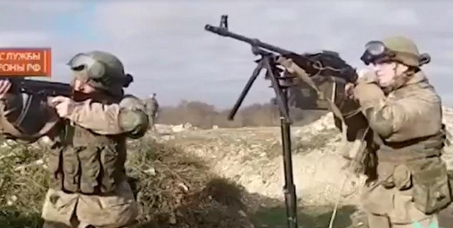 Десантники сбивают дрон в Новороссийске