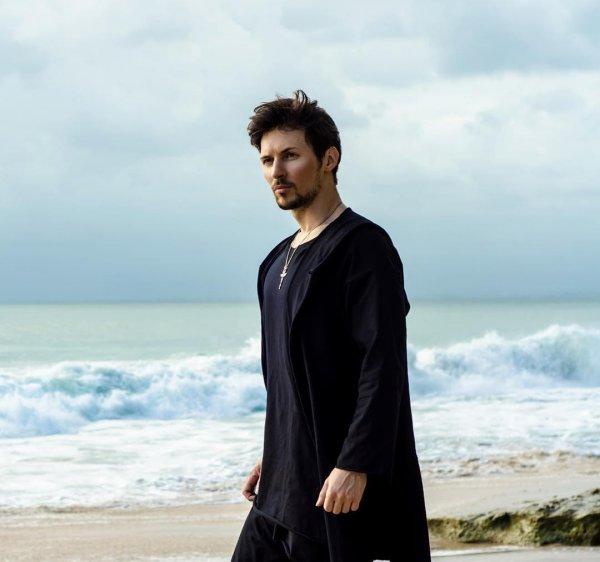 Павел Дуров на пляже