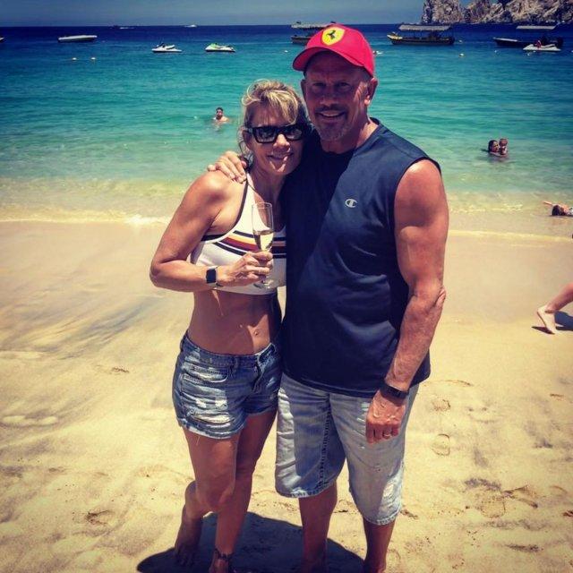 Керри Хоскинс на пляже