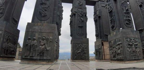 "Монумент ""Хроники Грузии"""