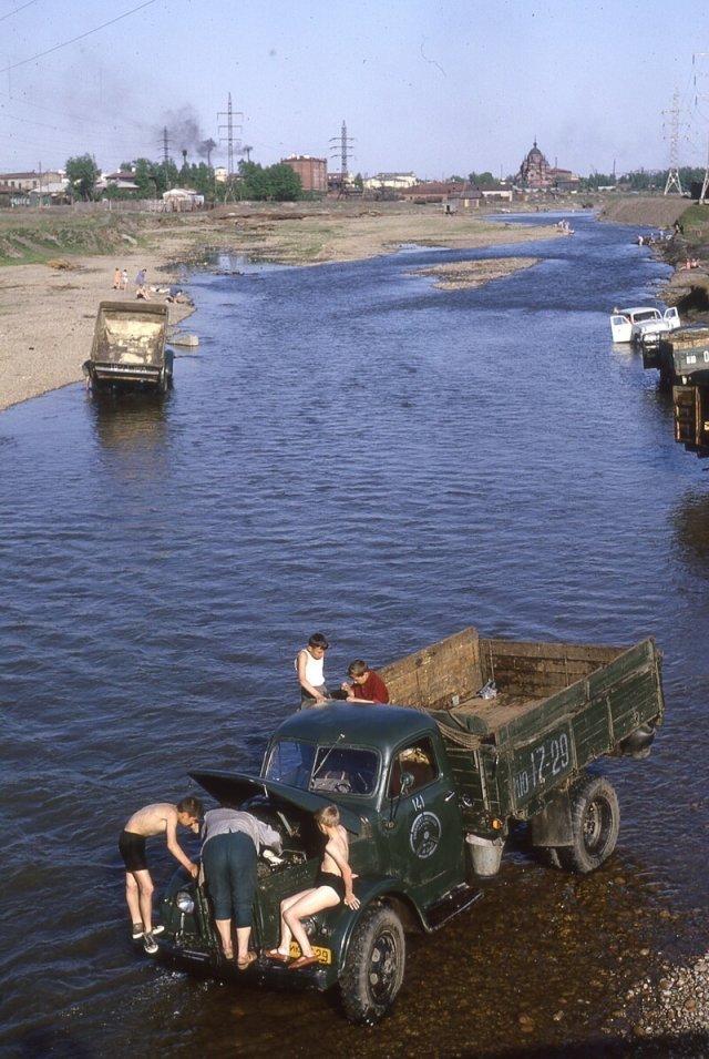 На реке Ушаковке, Иркутск. 1965