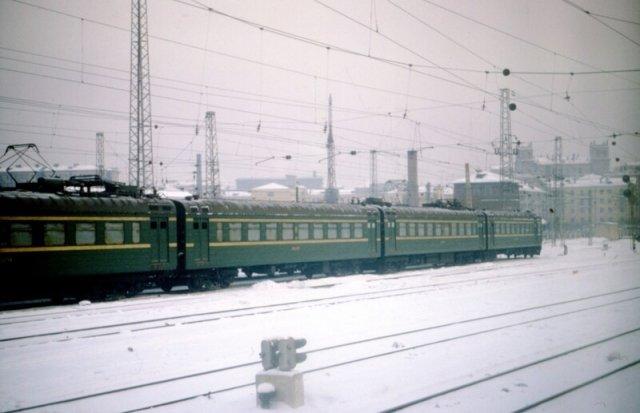Электро ЭР1 на Белорусском вокзале, Москва. 1964.