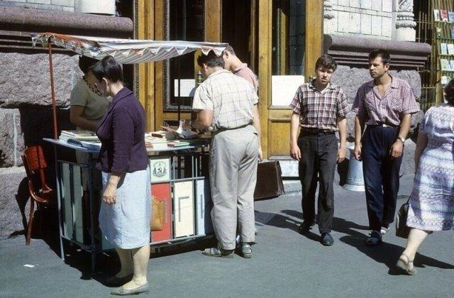 Лоток с книгами на Крещатике, 1963