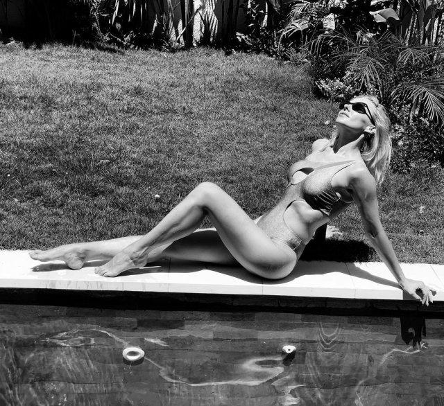 Дарья Трегубова в купальнике