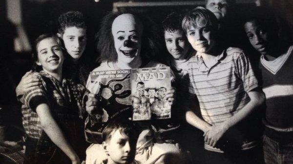 """Члены """"Клуба неудачников"""" и Пеннивайз устроили перемирие, """"Оно"""", 1990 год"""