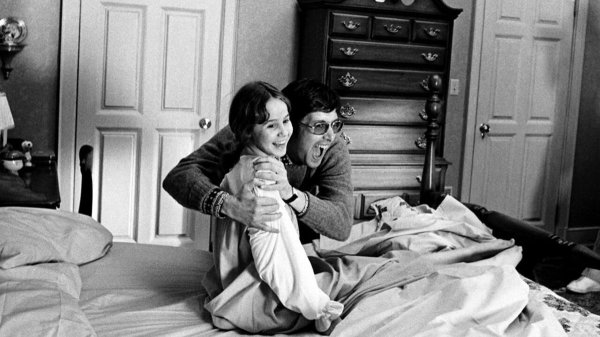 """Наверное старая семейная комедия? Нет, это """"Изгоняющий дьявола"""", 1973 года"""