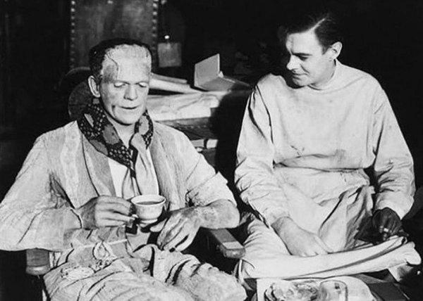 """Чаепитие на съёмках фильма """"Невеста Франкенштейна"""", 1935 год"""