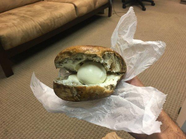 Бутерброд с яичком и сыром, приятного аппетита