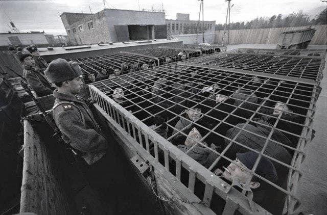 Заключенных везут на работу. Колония строгого режима на станции Зима, Иркутская область, СССР, 1989 год
