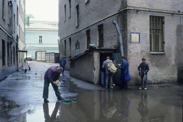Пункт приёма бутылок, Москва, 1992 год