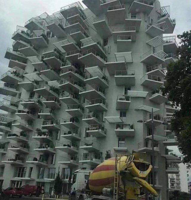 Странный дизайн здания