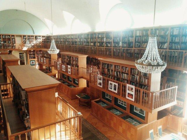 Интерьер Российской национальной библиотеки в Санкт-Петербурге