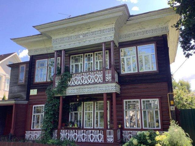 Дом Воробьева в Вологде — местная тончайшая резьба в 1910 году встретилась с искусством модерна.