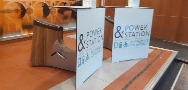 Станция для зарядки мобильных телефонов на велосипедной тяге в Бордо