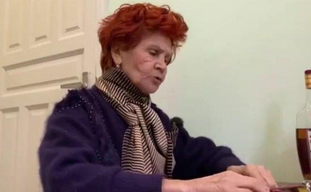 Бабуля успокаивает Дональда Трампа