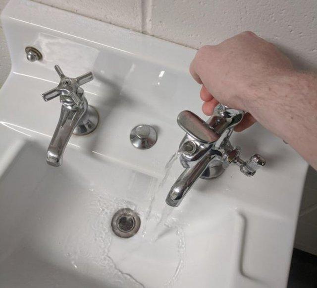 В кране есть фонтан с питьевой водой