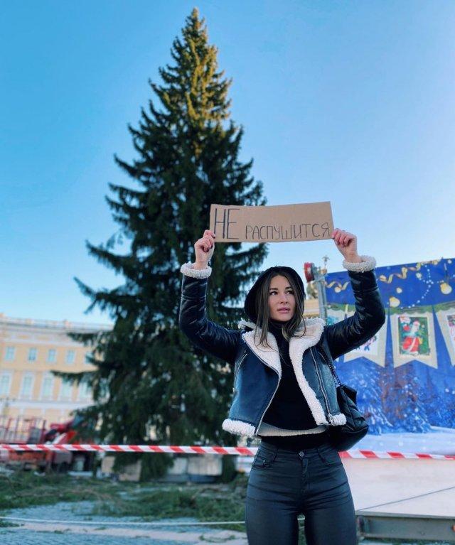Блогер Юлия Иванова в дубленке
