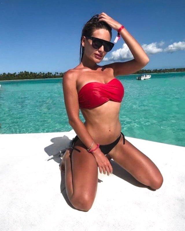 Блогер Юлия Иванова в купальнике
