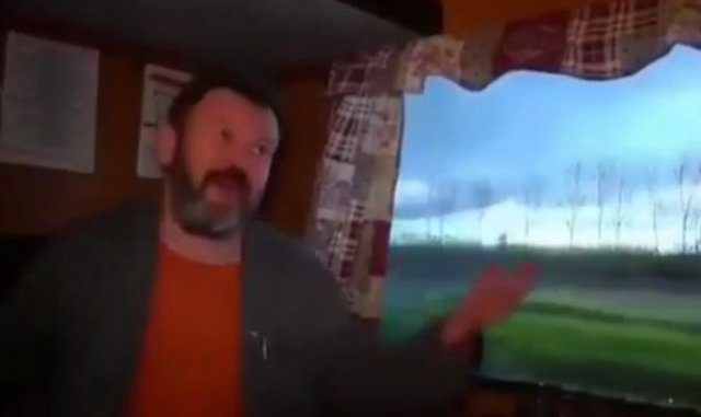 Мужчина превратил одну из комнат дома в плацкарт