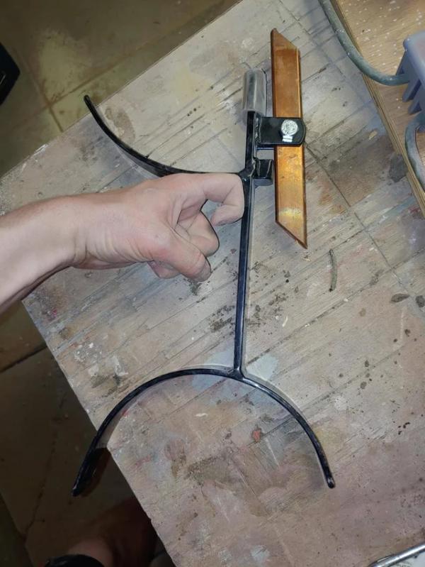 Инструмент для высекания ножа или наконечника стрелы