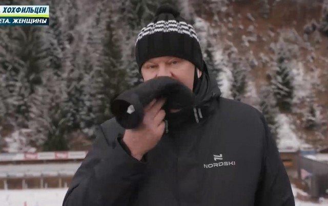 Дмитрий Губерниев ест варежку (перчатку)