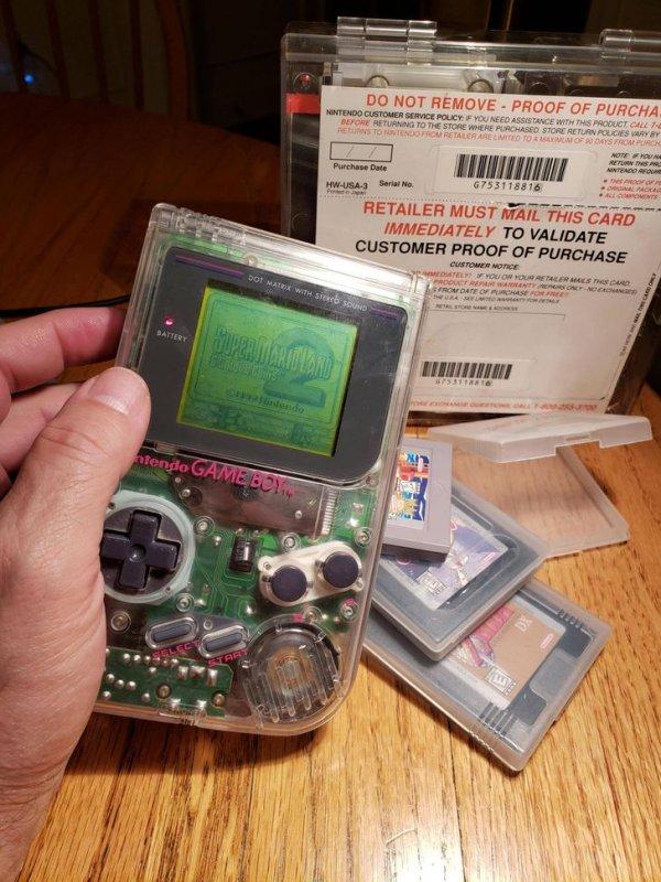 Портативная игровая система Game Boy, которая работает с 1989 года