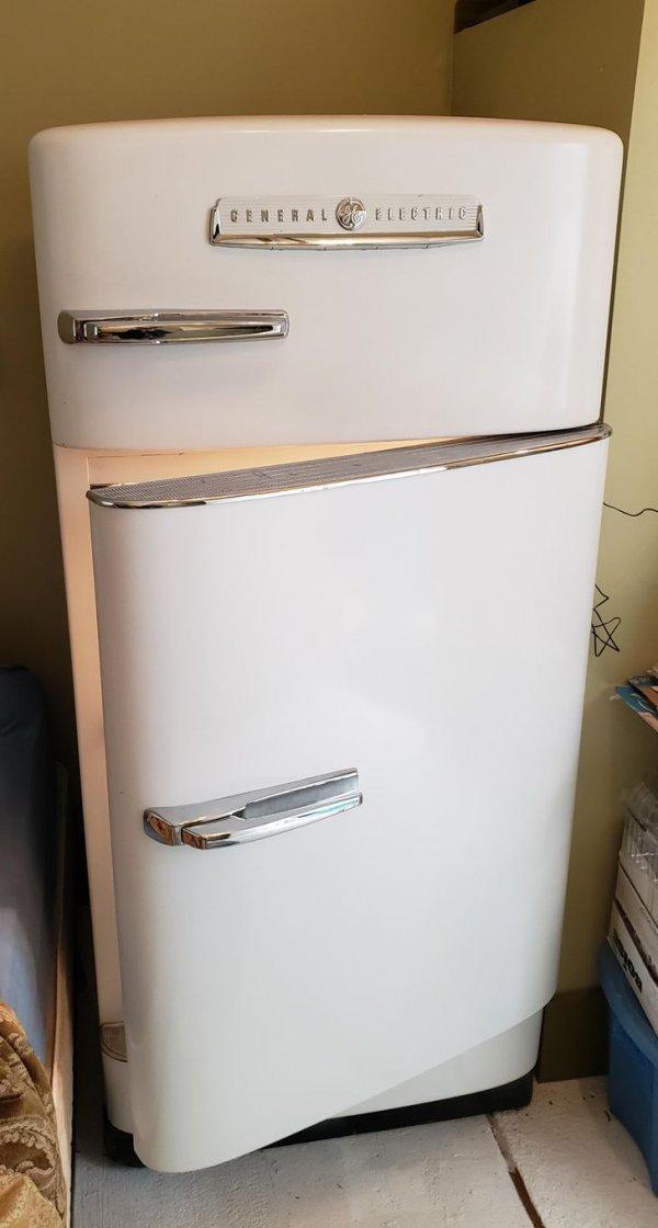 Холодильник General Electric начала 50-х годов. По-прежнему в строю
