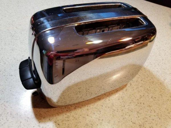 Ретро-тостер 1962 года
