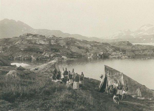 Летние палатки в Аммассалике. 1889 г.