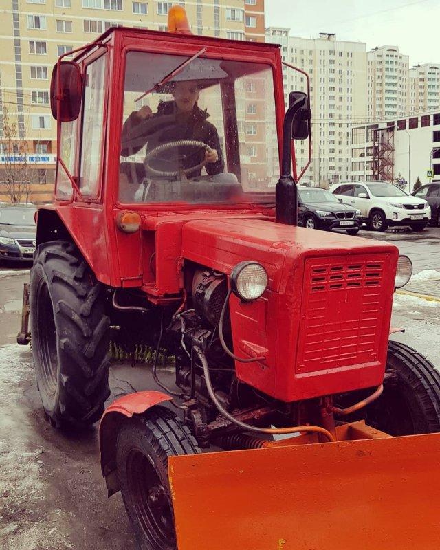 Алексей Щербаков на тракторе