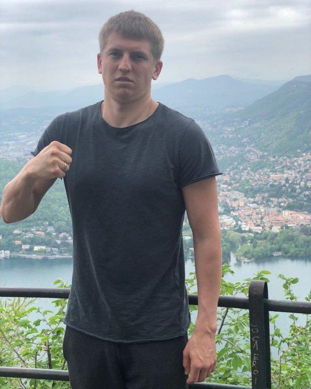 Алексей Щербаков в футболке