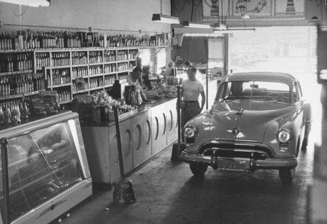 Drive–thru продуктовый, 1949 год, Лос–Анджелес, США