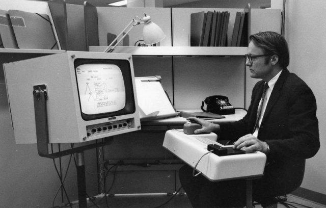 Первая демонстрация компьютерной мыши, графического интерфейса пользователя и многооконного режима, 9 декабря 1968 года, Калифорния
