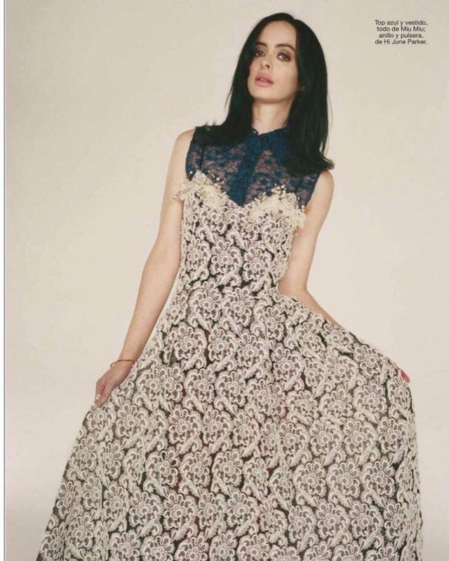"""Кристин Риттер - звезда проекта Marvel """"Джессика Джонс"""" в цветном платье"""