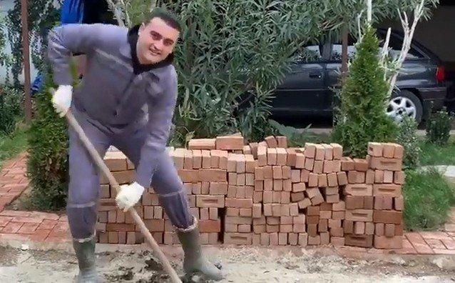 Бурак Оздемир строит печь