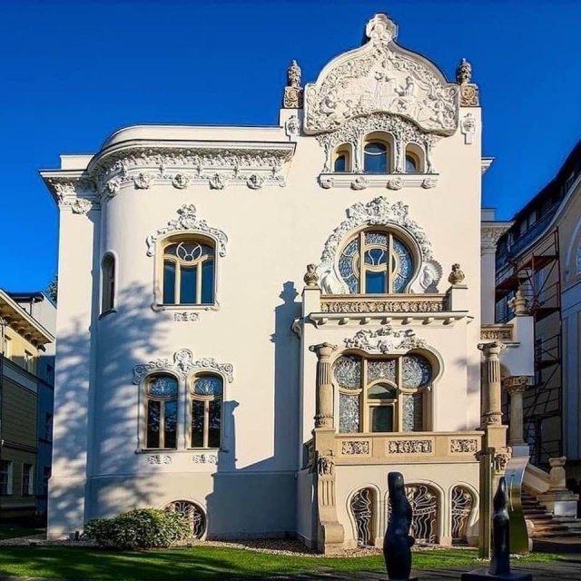 Вилла в стиле Ар-Нуво в Будапеште, Венгрия - построена в 1900 году.