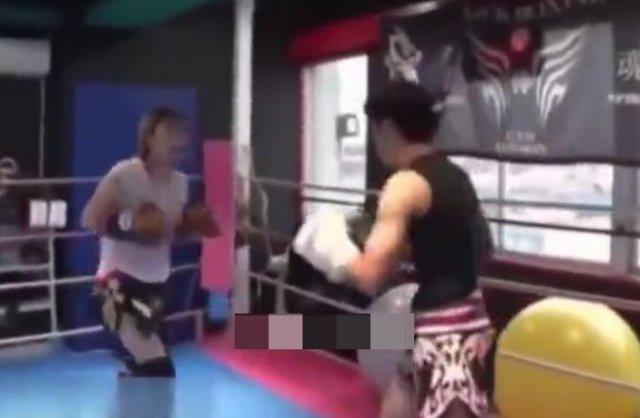 Феминистка попросила поставить ее на ринг против парней, заявив, что дерется на их уровне