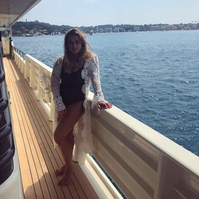 Софья Абрамович - дочь миллиардера Романа Абрамовича на яхте