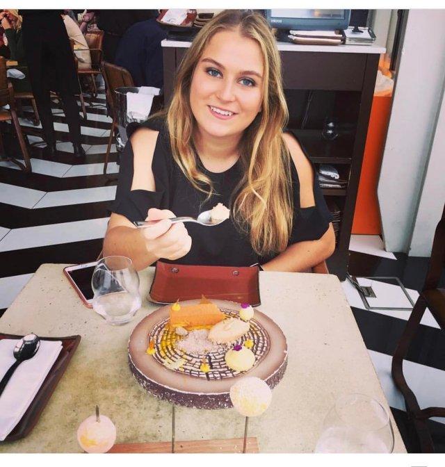 Софья Абрамович - дочь миллиардера Романа Абрамовича в черной кофте