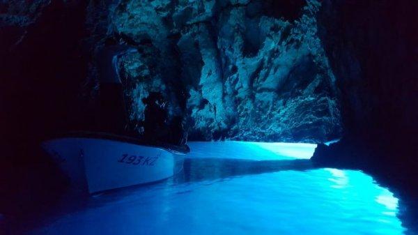 Голубая пещера на острове Вис
