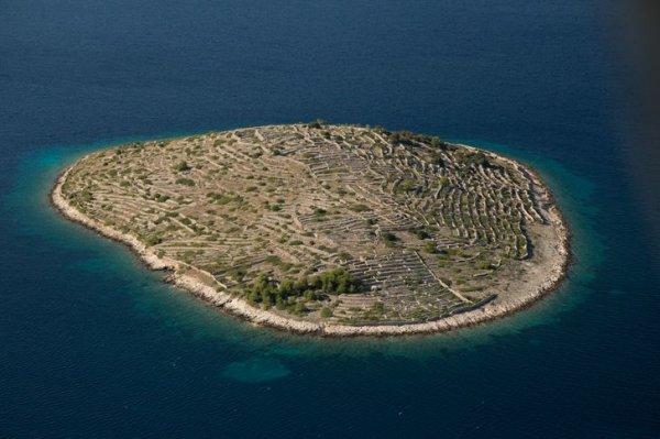 Остров Бальенац, который выглядит как гигантский отпечаток пальца