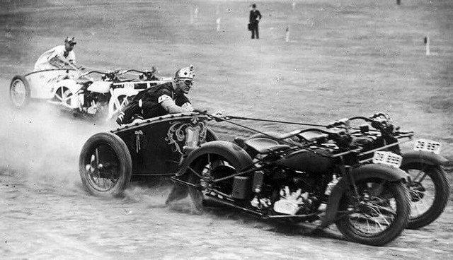Гонки на мотоколесницах, 1936 год.