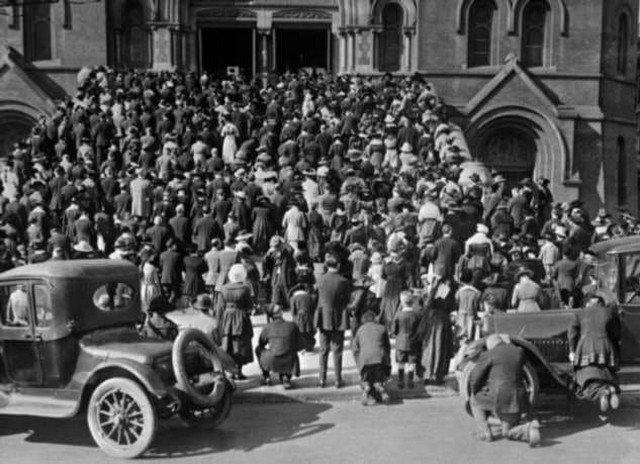 Молитва во время пандемии «испанки», Сан–Франциско, 1918 год