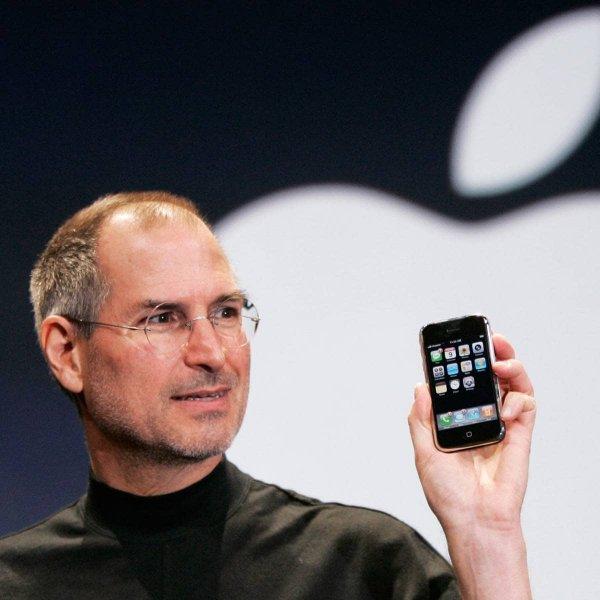 13 лет назад Стив Джобс показал нам самый первый iPhone.
