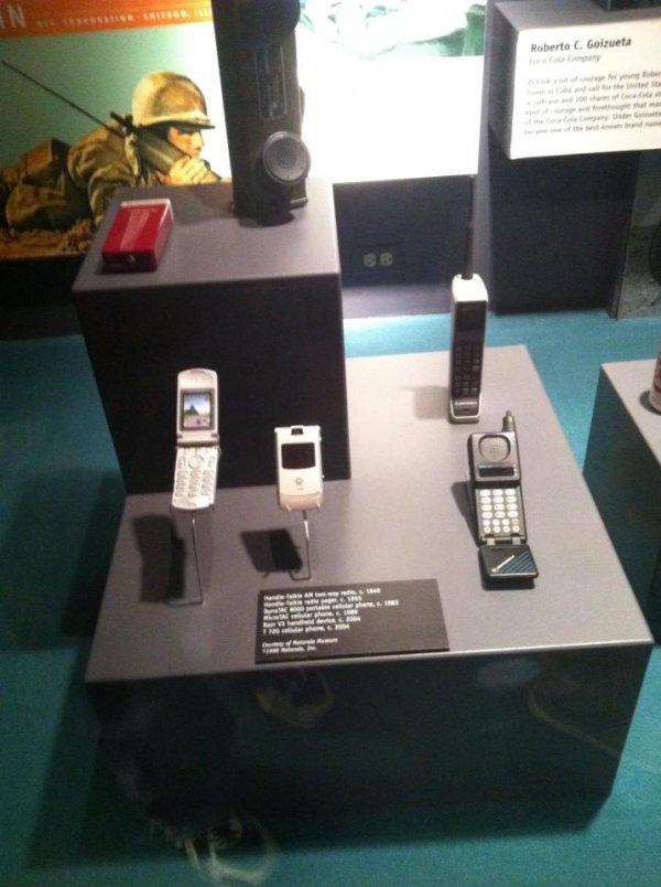 Мобильные телефоны, в частности Motorola RAZR, уже являются экспонатами музеев